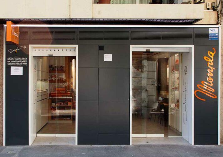 Pastelería de puertas abiertas